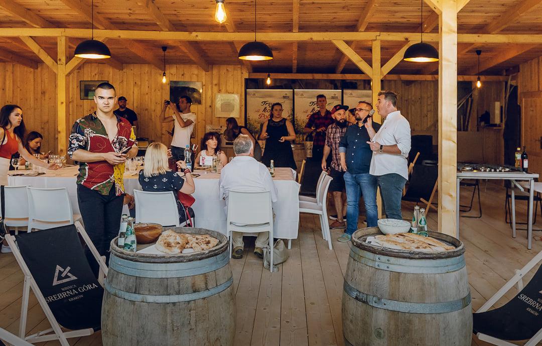 Degustacja wina i regionalnych przysmaków